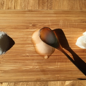 DIY: Simple coconut scrub for brittle and drynails