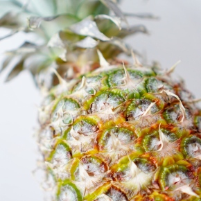 DIY: PINEAPPLE ENZYMES FOR A HEALTHY GUT